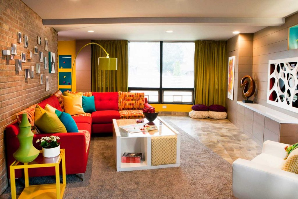 mismatched-sofa-cushions-living-room